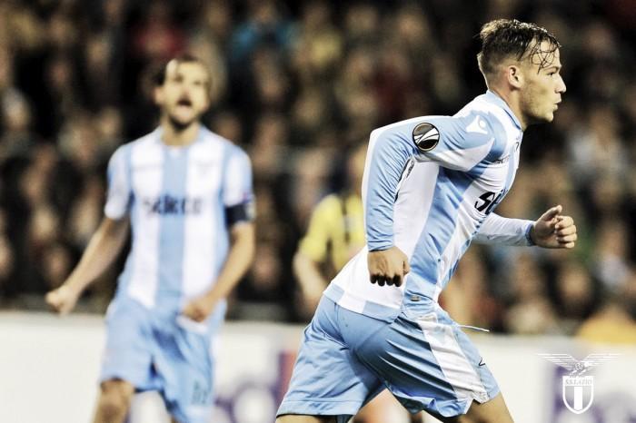 Lazio fica atrás duas vezes, mas vira contra Vitesse fora de casa e estreia com vitória na UEL