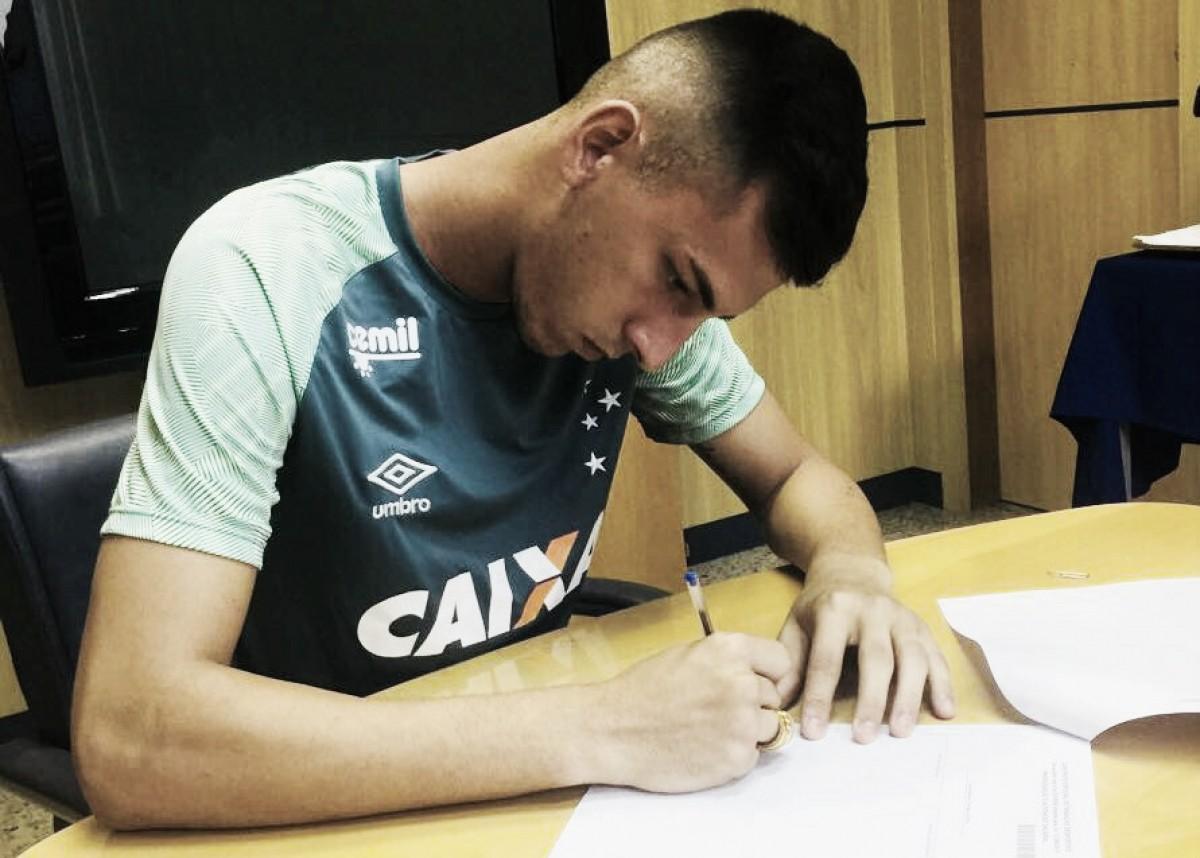 Promessa da base do Cruzeiro, Vitor Eudes tem contrato renovado com a Raposa até 2022