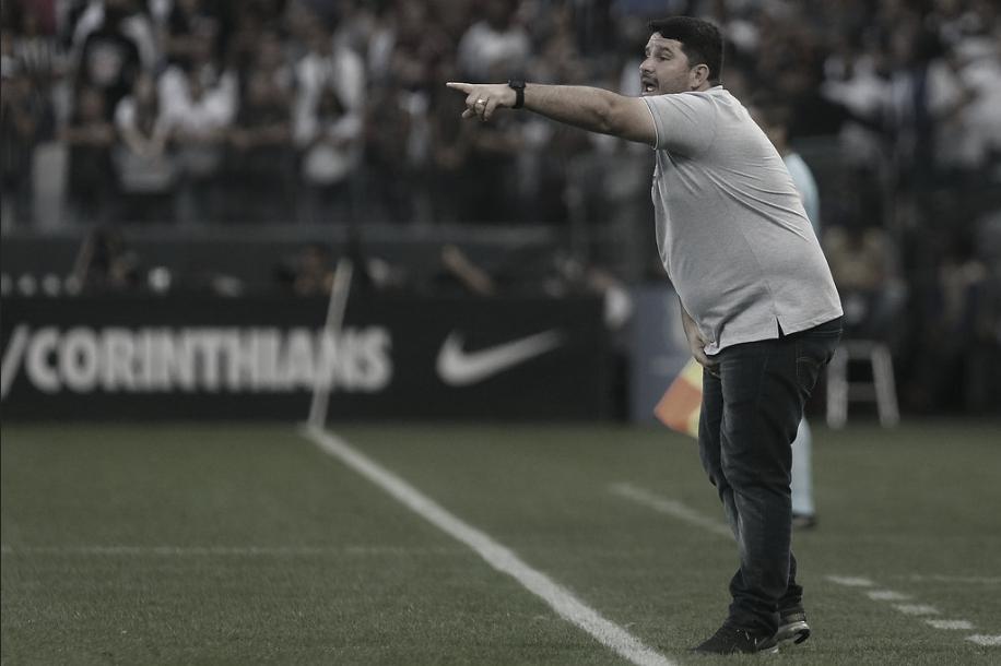 Feliz com desempenho, triste pela derrota: Barroca ressalta 'controle de jogo' do Botafogo