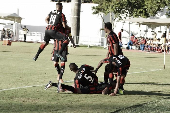 Com gol de Diego Renan, Vitória derrota Bahia por 2 a 0 e abre boa vantagem para jogo de volta