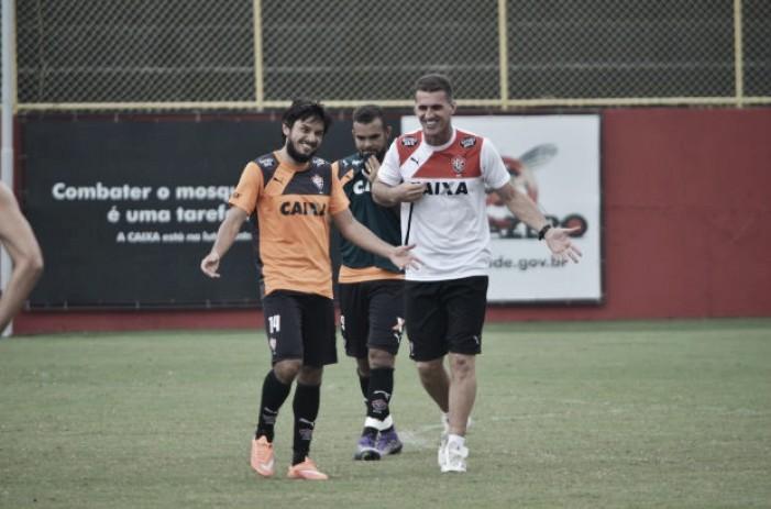 Vitória e Chapecoense se enfrentam no Barradão visando subir na classificação
