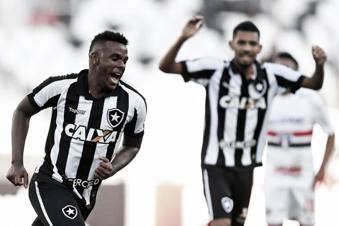 """Marcos Vinícius conta com o coletivo para entrar em ritmo: """"Com o time bem fica mais fácil"""""""