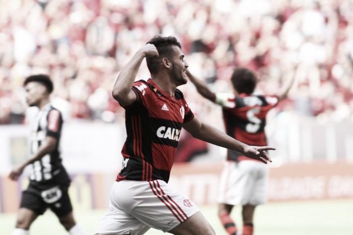 Vizeu faz dois e Flamengo bate Atlético-MG no Mané Garrincha