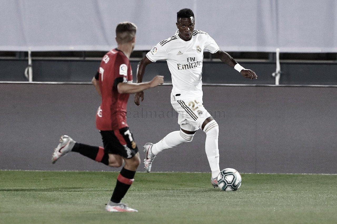 """Vinicius Júnior destaca evolução do Real Madrid e parceria com Hazard: """"É fácil jogar com ele"""""""
