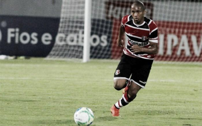 Após passagem apagada no Bahia, volante Danilo Pires retorna ao Santa Cruz