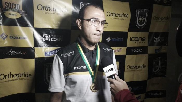 """Campeão invicto, Felipe Surian exalta goleada na final da Série D: """"Trabalhamos para isso"""""""
