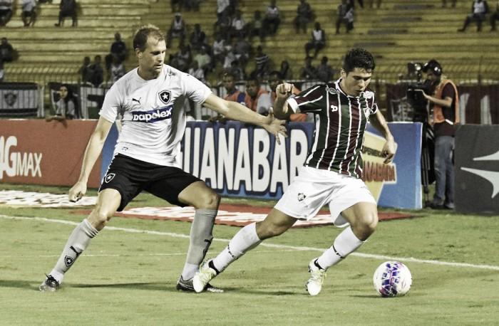 Fluminense enfrenta Botafogo buscando quebrar jejum de vitórias em clássicos