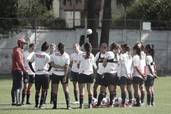 """Édgar Mejía destaca el compañerismo en Chivas Femenil: """"No hay envidias en el equipo"""""""