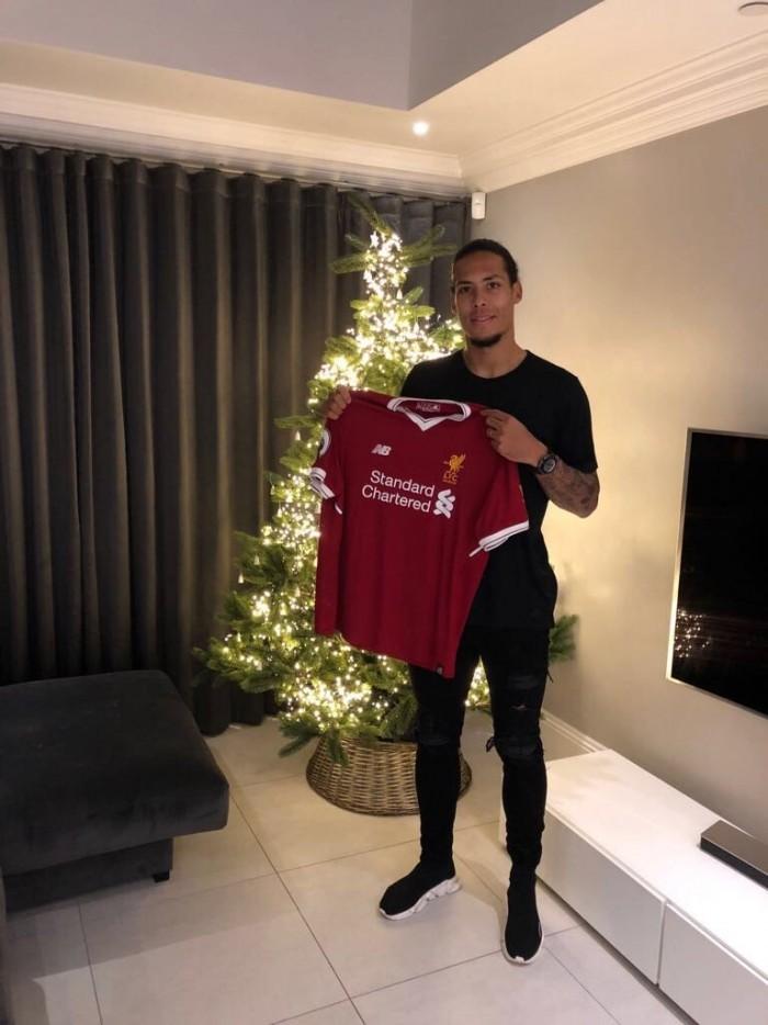 Un cadeau de 1m93 est arrivé en retard sous le sapin des Reds (Crédit : Twitter @LFC)