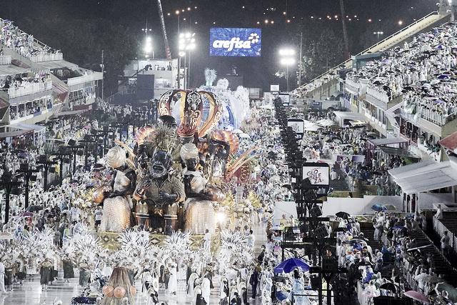 CarnaVAVEL: Em noite de forte chuva e fracos desfiles, Padre Miguel e Ponte se destacam
