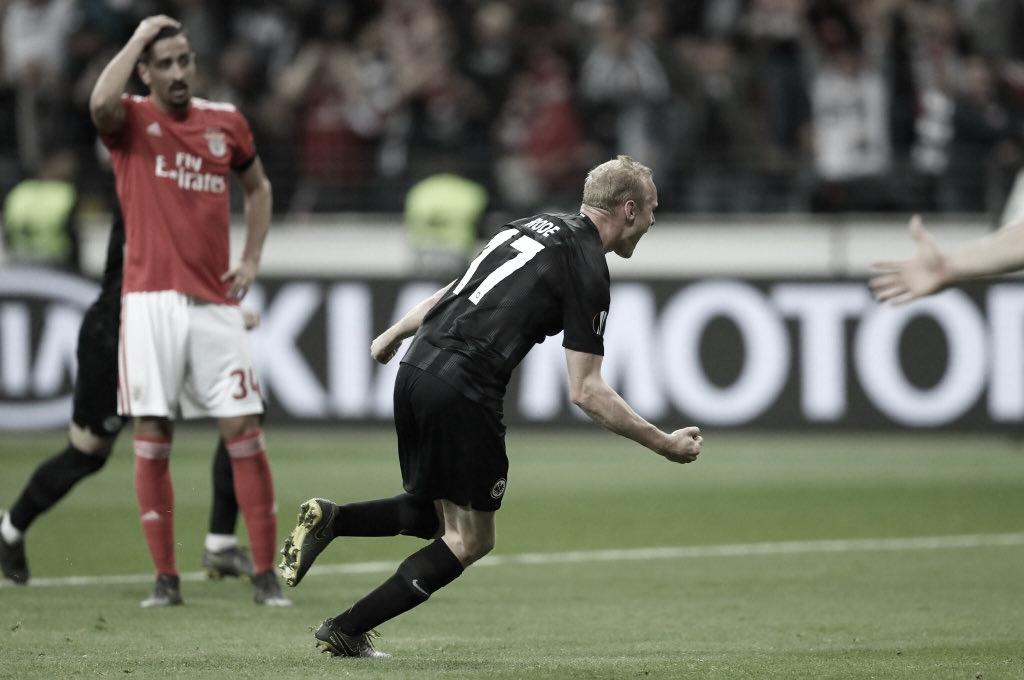 Com gol irregular de Kostic,Frankfurt vence Benfica e vai às semifinais da UEL