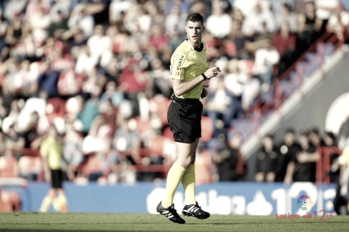 Análisis de Moreno Aragón, árbitro del C. D. Lugo - Real Oviedo