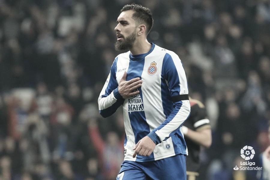 Borja Iglesias: medio debut, lesión y derrota