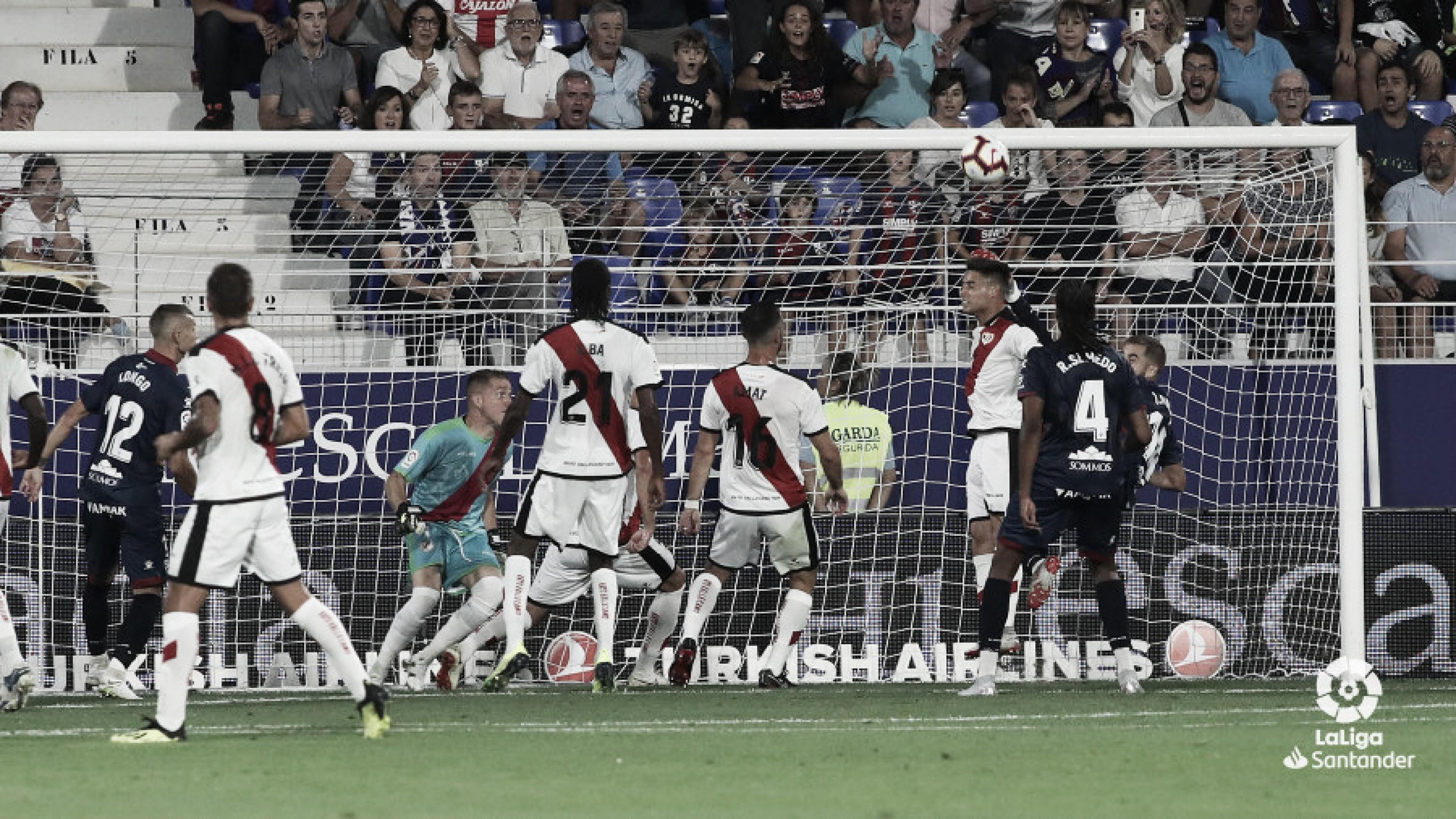 Álex Moreno salvó a su equipo en dos ocasiones