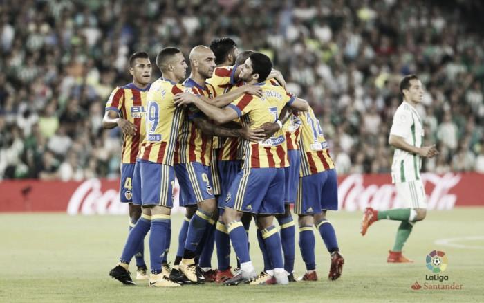 Valencia vence Real Bétis em jogo eletrizante de nove gols e assume vice-liderança