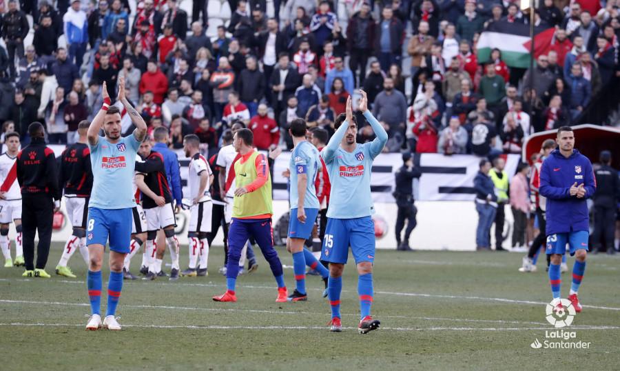 Ultras del Atlético de Madrid realizaron saludos fascistas en el Estadio de Vallecas