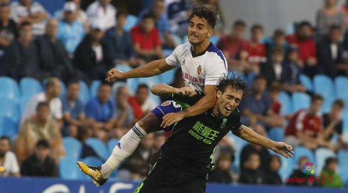 Un Granada sin ambición salva un punto en La Romareda