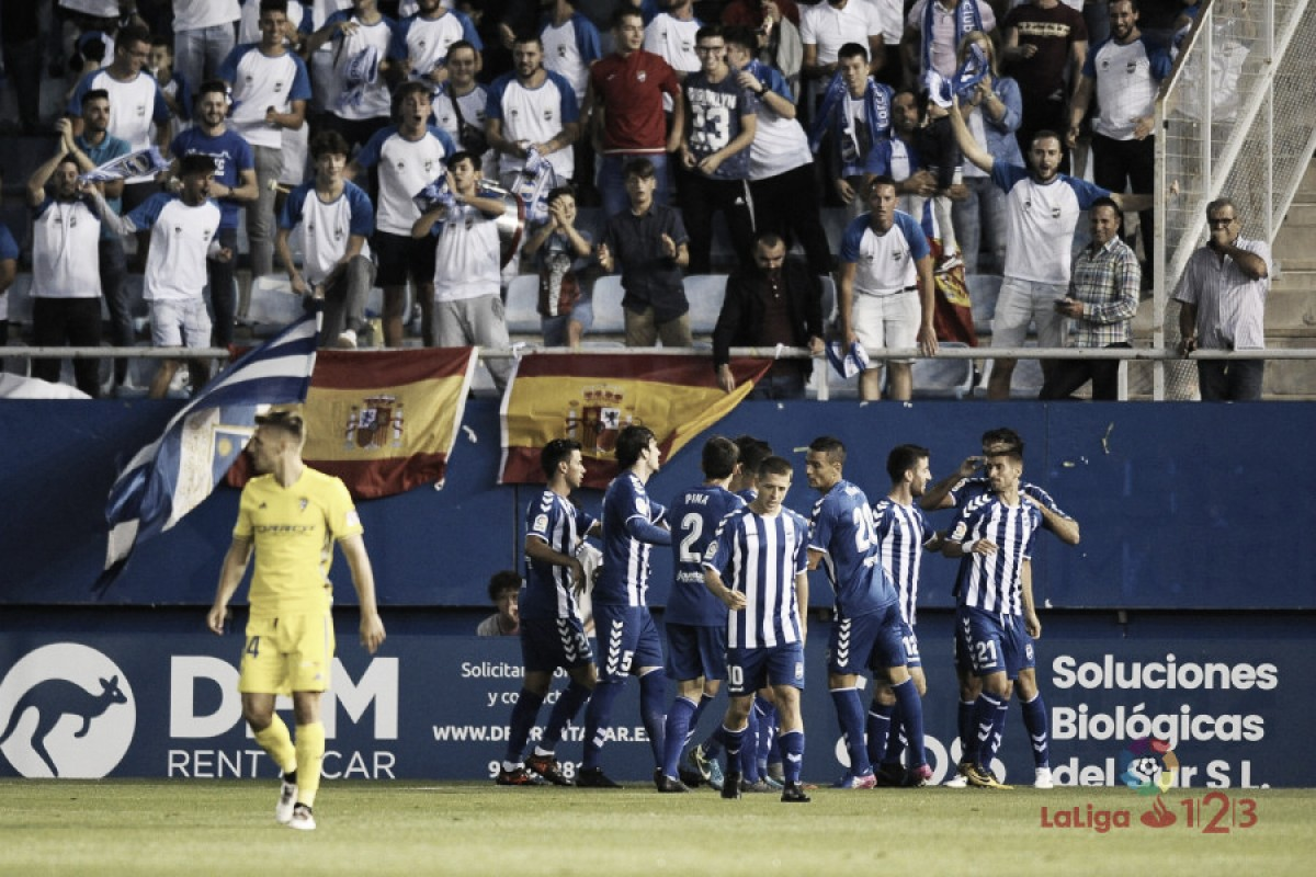 La Liga sanciona al Lorca FC por cánticos ofensivos