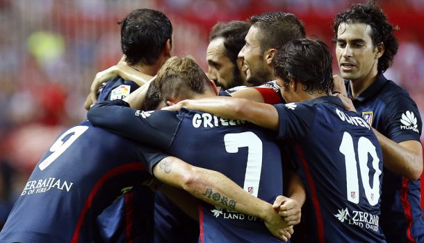 El Atlético asalta el Pizjuán al ritmo de Griezmann