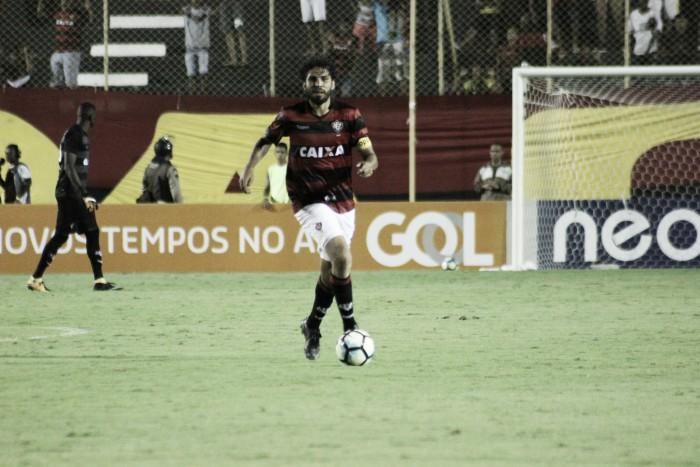 """Zagueiro Wallace lamenta novo revés do Vitória em casa: """"Temos que jogar como visitante"""""""