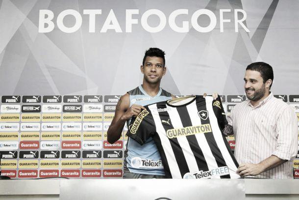 Às vésperas da viagem para o Equador, Botafogo apresenta Wallyson