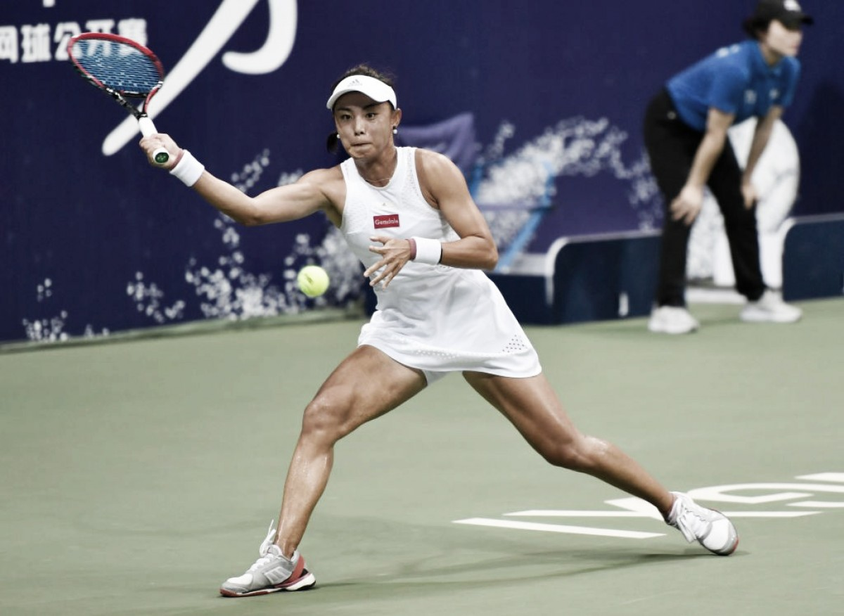Qiang Wang domina Magda Linette e vai à final em Nanchang