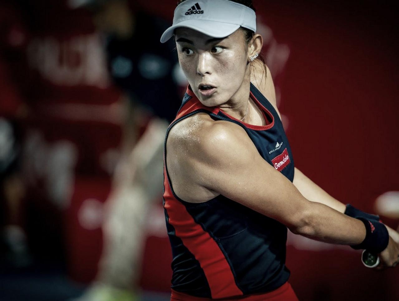 Vai ter que esperar: a um game da vitória, Wang tem partida contra Svitolina adiada pela chuva