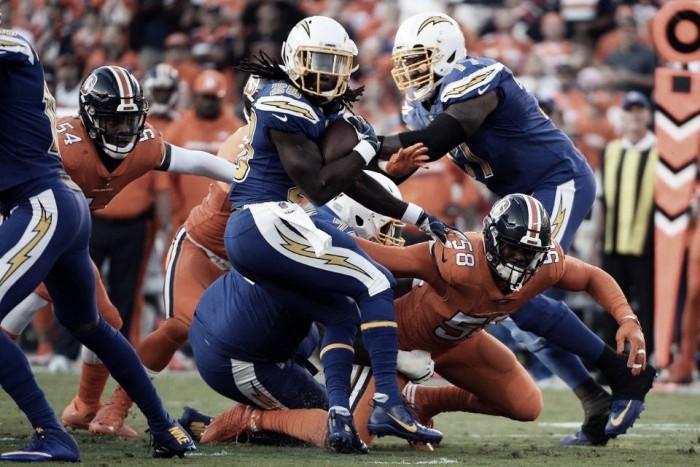 Rivers quebra recorde, Chargers vencem Broncos em casa e respiram na temporada