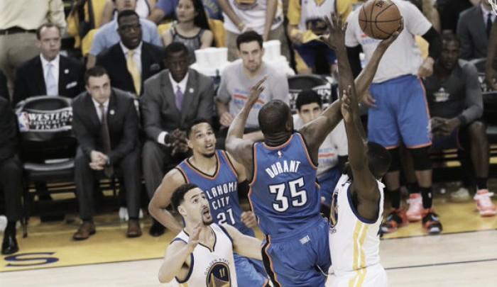 Warriors evita surpresas e passa por cima do Thunder em casa