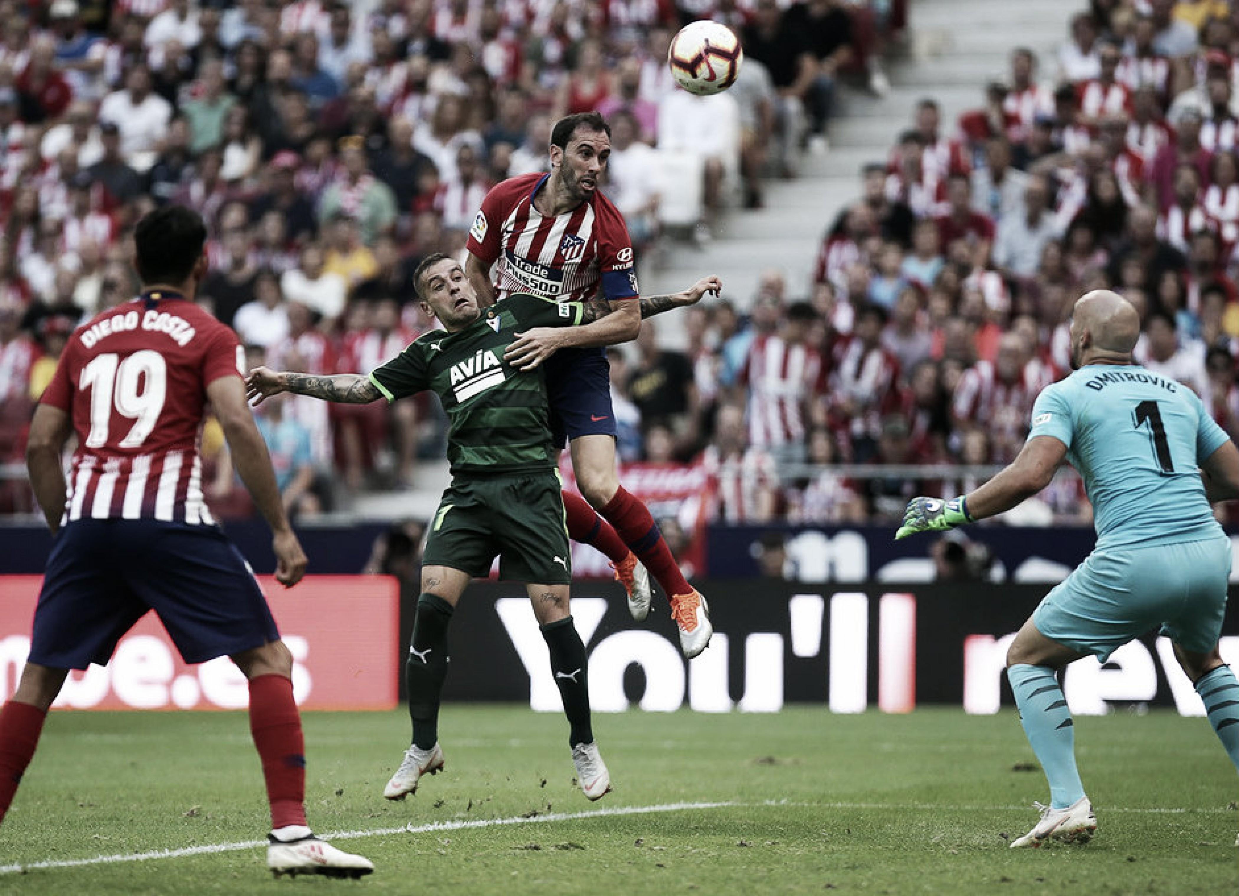 El Atlético amplía su crisis ante el Eibar