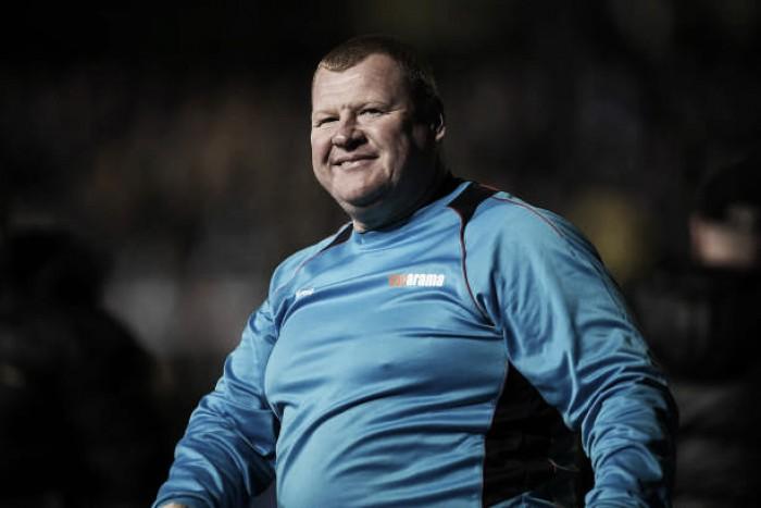 """Famoso ex-goleiro do Sutton United, Wayne Shaw é acusado pela FA por escândalo do """"piegate"""""""