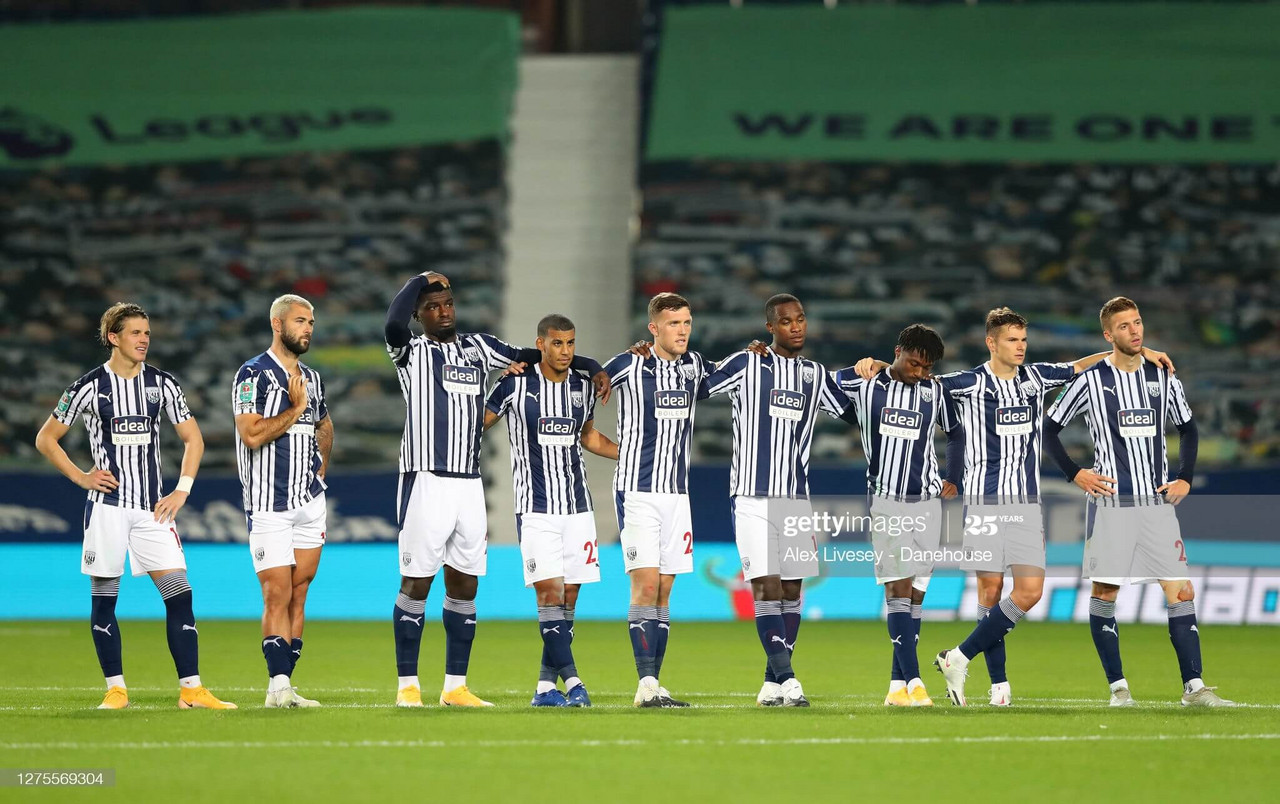 The players of West Bromwich Albion look on during a penalty shoot-out in the Carabao Cup third round match between West Bromwich Albion and Brentford at The Hawthorns on September 22, 2020 in West Bromwich, England. (Photo by Alex Livesey - Danehouse/Getty Images)
