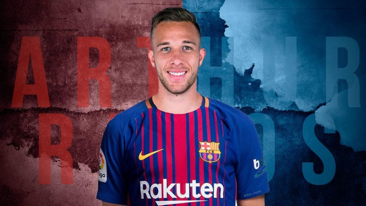 Arthur chega ao Barcelona e tem entrevista coletiva marcada