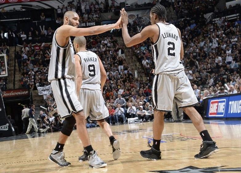 Spurs domina Lakers e vence com facilidade