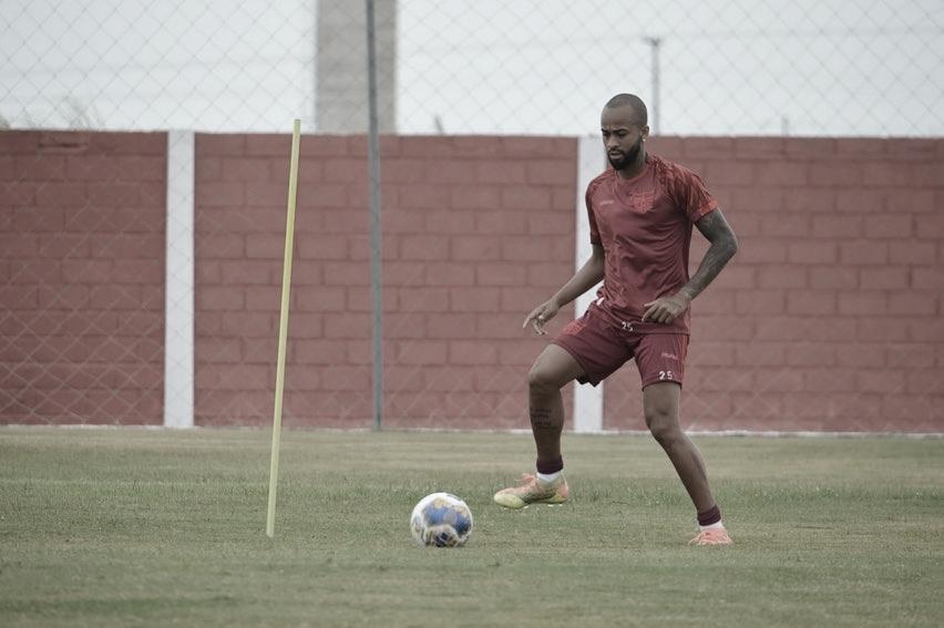 Wesley comenta recuperação do CRB e projeta duelo contra Botafogo