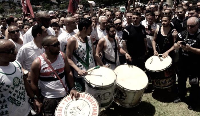 Em homenagem à Chapecoense, torcidas de São Paulo se unem em ato pela paz