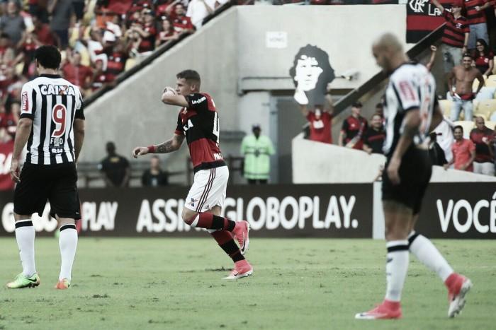 """Flamengo viaja e Matheus Sávio projeta duelo na Libertadores: """"Sabemos da pressão"""""""