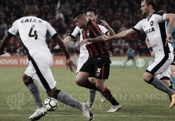 Atlético-PR domina, mas empata sem gols com Botafogo e permanece próximo do Z-4