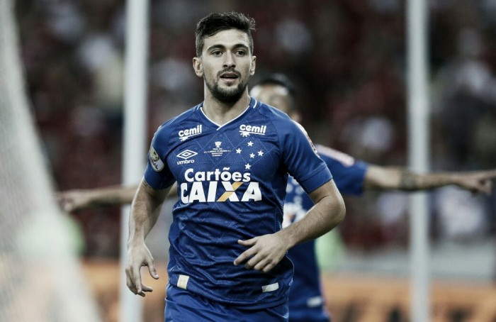 Arrascaeta mantém sonho do título vivo e dedica gol do departamento médico do Cruzeiro