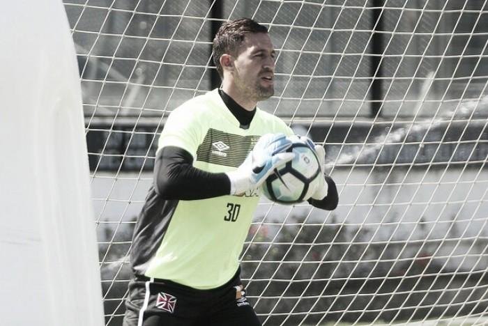 Martín Silva dispara contra Jô: ''Não existe alguém tocar na bola com qualquer parte do corpo e não sentir''