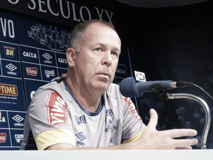"""Mano Menezes cita qualidades de Egídio e garante: """"Vai fazer um grande ano no Cruzeiro"""""""