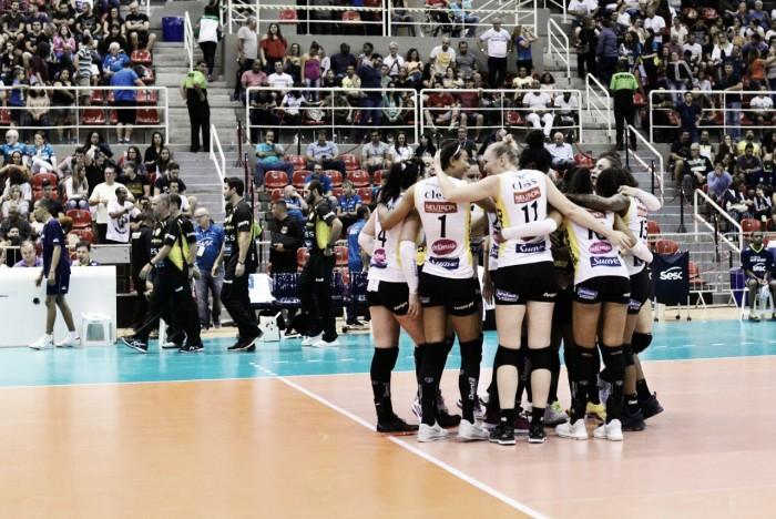 Praia Clube supera Sesc-RJ fora de casa e amplia liderança na Superliga Feminina