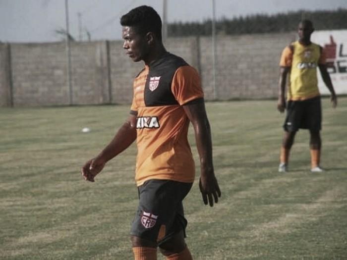 Santa Cruz anuncia volante Jorginho como primeira contratação para temporada 2018