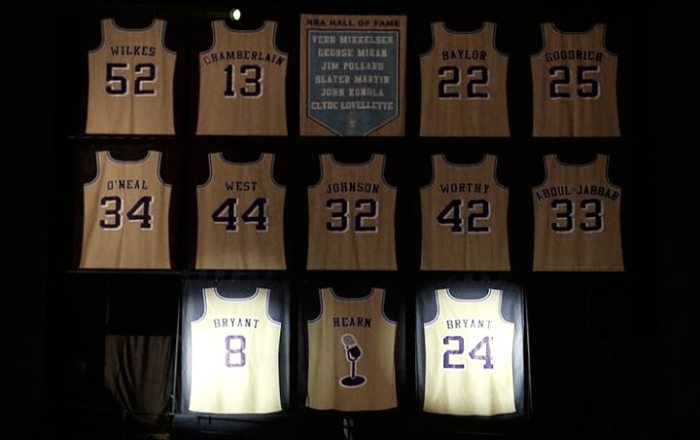 Kobe, Magic, Shaq... conheça todos os jogadores com camisa aposentada nos Lakers
