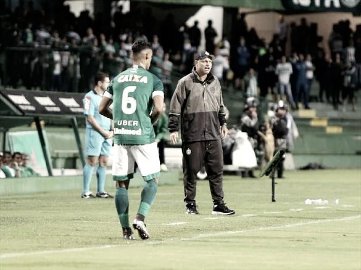 """Sandro Forner lamenta eliminação do Coritiba na Copa do Brasil: """"Apostamos tudo nesse jogo"""""""