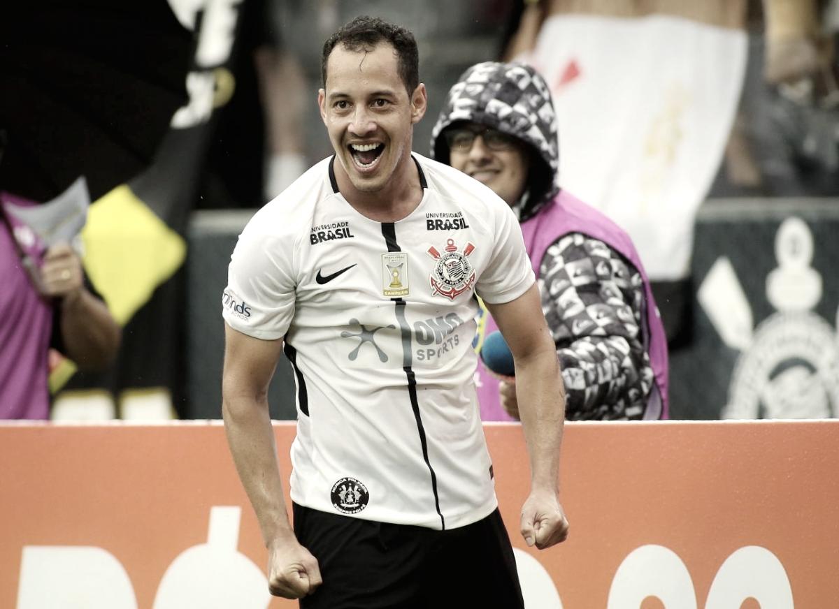 Com dois gols de Rodriguinho, Corinthians estreia com vitória no Brasileirão