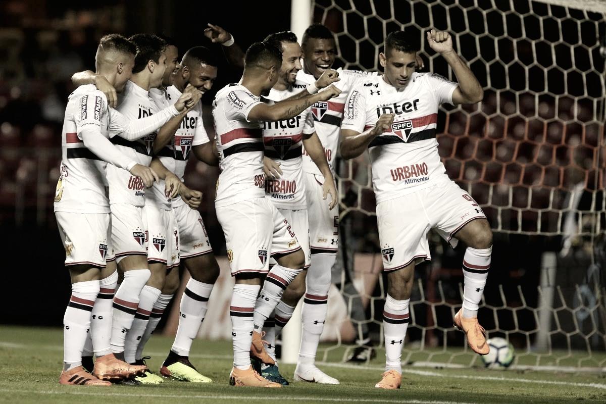 Em noite inspirada, Nenê marca duas vezes e São Paulo supera Vitória no Morumbi