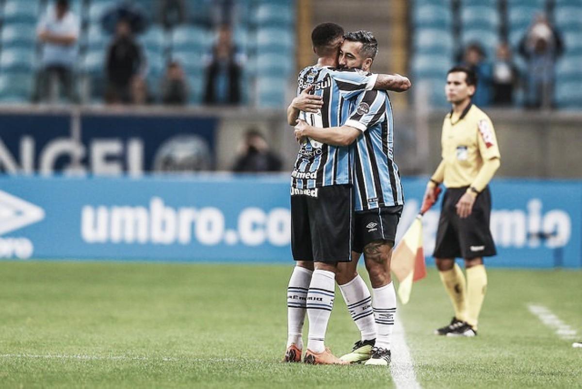 Felicidade em dobro: Douglas se diz emocionado em volta aos gramados com vitória pelo Grêmio