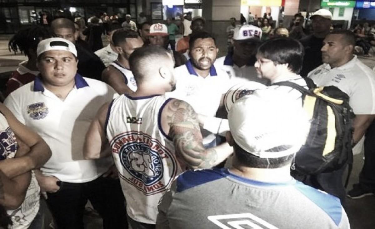 De cobranças à agressão: confira como foi o desembarque do Bahia em Salvador