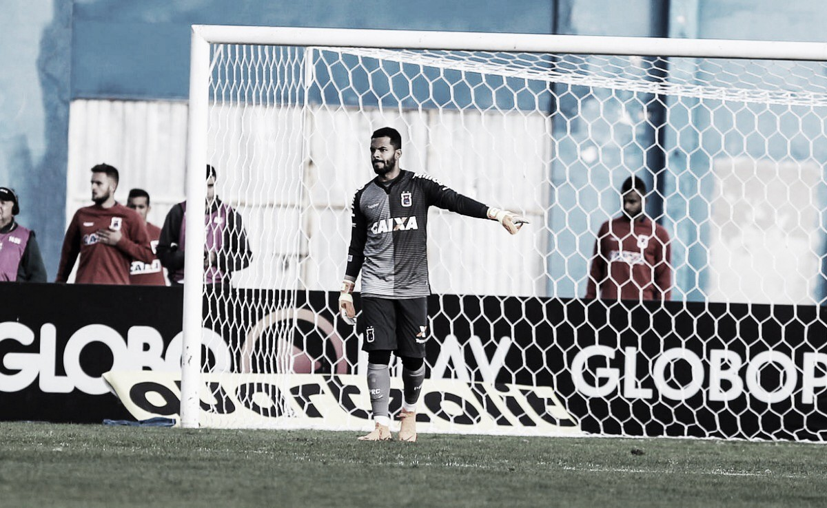 """Thiago Rodrigues desabafa e critica futebol apresentado pelo Paraná: """"Tem que entrar ligado"""""""